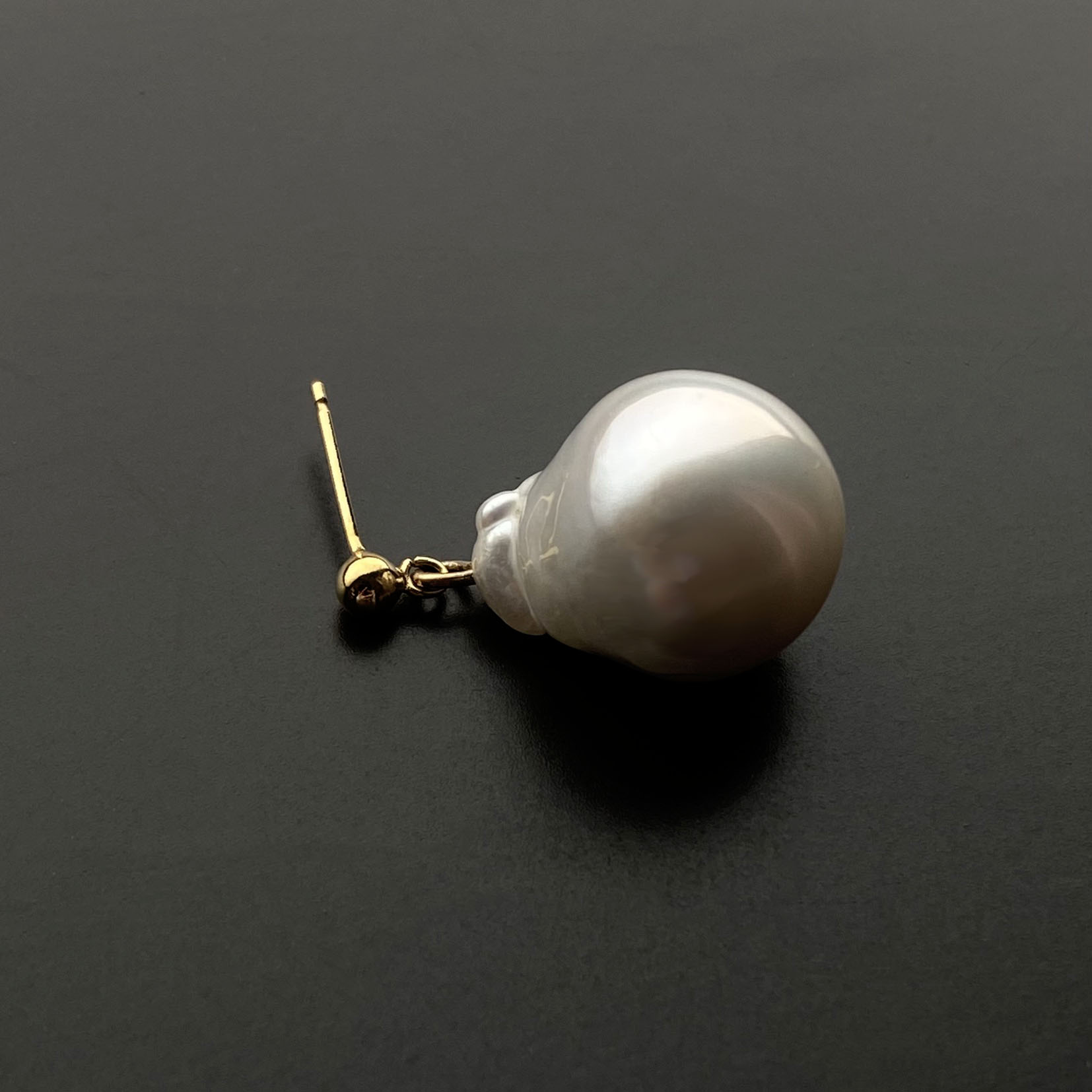 baroque pearl ear.